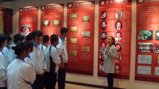 学工部组织2011级新生参观院史馆