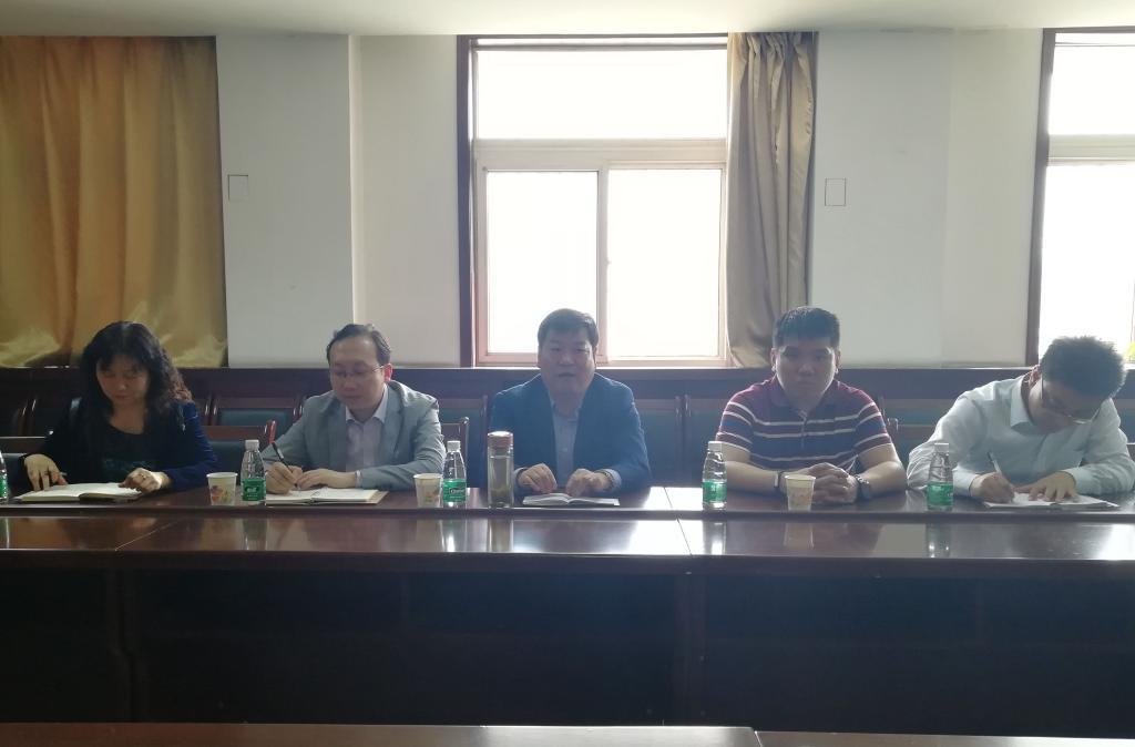 渭滨区教体局党委书记、局长王文庆一行慰问我校附中初三教师