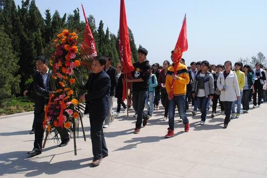 我院思政部组织部分师生赴习仲勋陵园开展实践教学